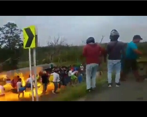 Photo of [HOT VIDEO]: The terrifying Moment an overturned petrol tanker exploded while people were scooping fuel